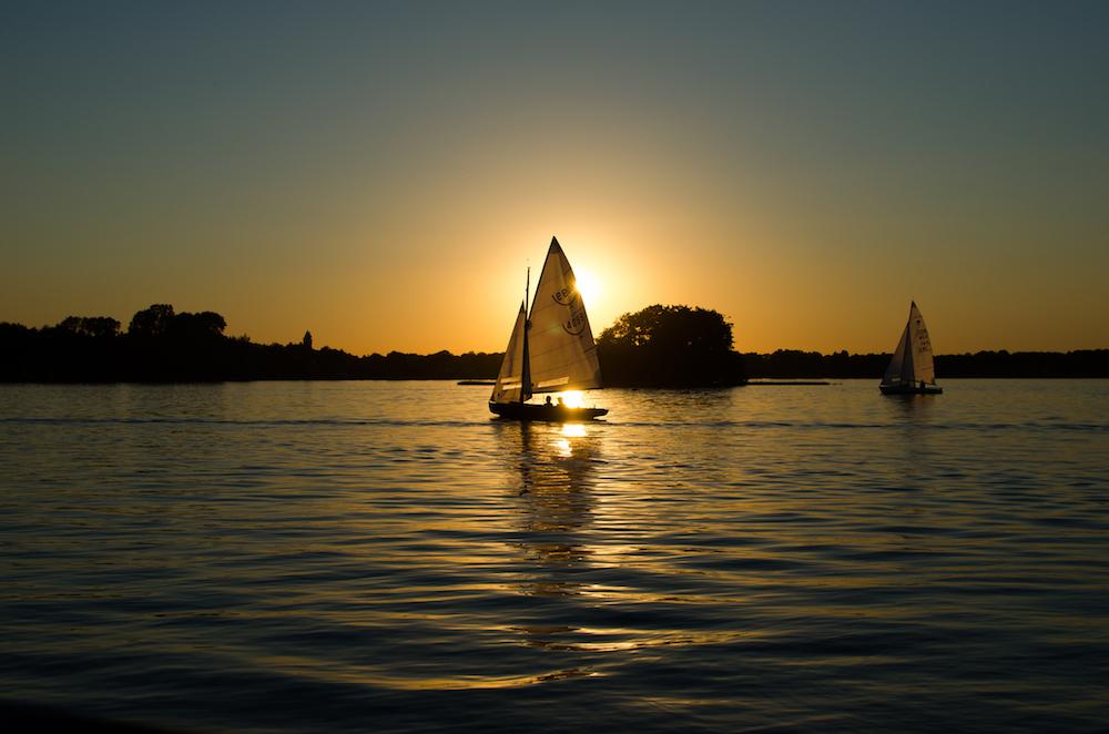 sea-dawn-sunset-boats